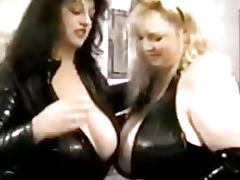 Hugetitted BBWs Jennifer and Chessie in vinyl and leather playing