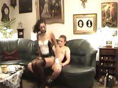 Putzfrau in Lack und Leder
