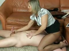 Nice handjob scene with a fetish loving mature lady