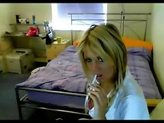 blonde amateur masterbating