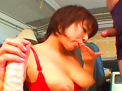 Asian babe Mai Haruna gives a nice blowjob