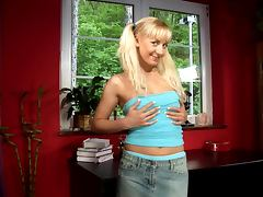 Pigtailed blonde Johanna toys her cunt after rubbing it hotly