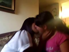 Kissing girls 114