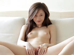 Cute babe shows off her tasty pussy