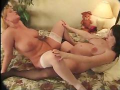 Blonde mom plays lesbian games with her pregnant GF