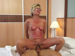Mature lady is riding her sex victim in cowgirl