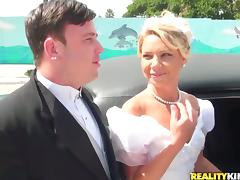 Cuckold Groom Sees His Bride Getting Fucked in Limo porn video