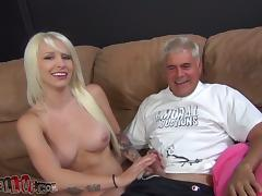 Blonde Chick Stevie Shae Licked In Pussy And Riding A Horny Man