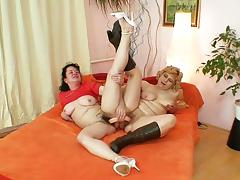Well-endowed grandma penetrates a milf porn video