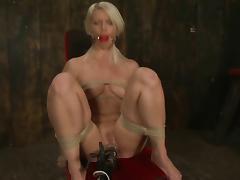 blond everywhere chair vibed