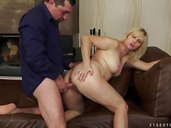 Jennyfer being drilled give her mature puss