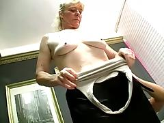 Some nice cum in mouth action for this mature amateur who loves cock