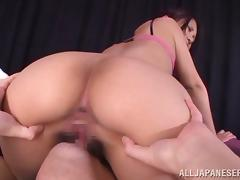 Lovely Yura Kurokawa toys herself and blows a dick