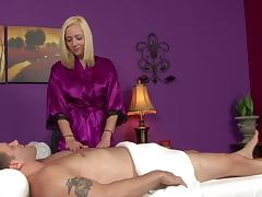 Masseuse blonde Rylie Richman gives a blowjob