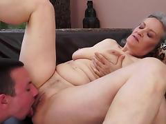 Granny Aliz fucks in her shaved pussy