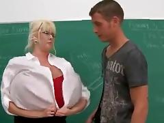 Kayla Kleevage tutor - Bigger