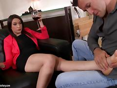 Akasha Cullen enjoys foot massage and gets fucked from behind