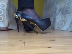 Walking and bending platform high heels