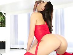 Tight masseuse Esmi Lee works on hard cock until it cums