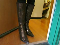 Gold Donald Pliner snake and leather Boots in leggings